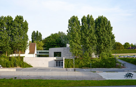 Kortrijk auditorium by Dehullu Architecten