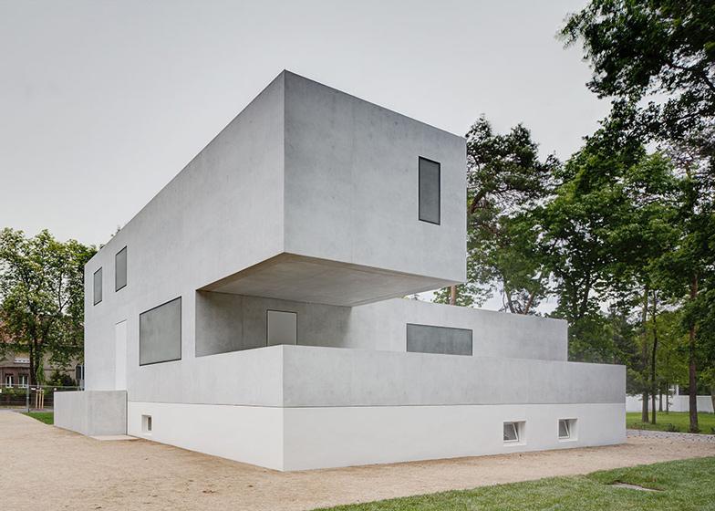 http://static.dezeen.com/uploads/2014/05/Bauhaus-Masters-Houses-reinterpreted-by-Bruno-Fioretti-Marquez_dezeen_2ban.jpg