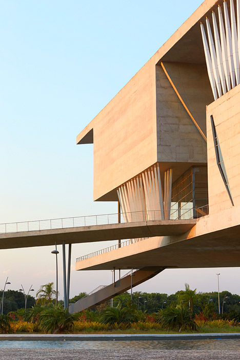 Cidade-Das-Artes-by-Christian-De-Portzamparc-Hufton+Crow