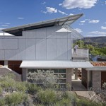 Dunn & Hillam Architects use angled roof to protect Desert House from the sun
