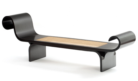 Espasso collection Marquesa chaise by Oscar Niemeyer