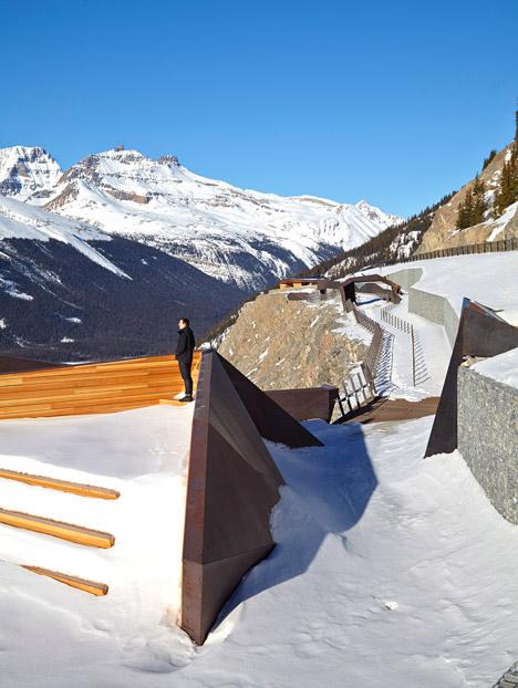 Glacier-Skywalk-by-Sturgess-Architecture-extends-over-Canada's-Jasper-National-Park_dezeen_468_1