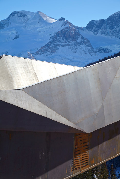 Glacier-Skywalk-by-Sturgess-Architecture-extends-over-Canada's-Jasper-National-Park_dezeen_468_2