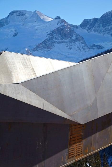 Glacier-Skywalk-by-Sturgess-Architecture-extends-over-Canada's-Jasper-National-Park_dezeen_468_2
