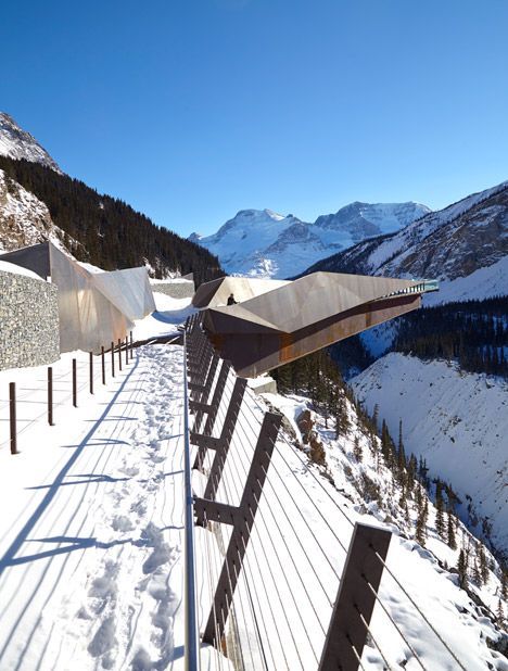 Glacier-Skywalk-by-Sturgess-Architecture-extends-over-Canada's-Jasper-National-Park_dezeen_468_3