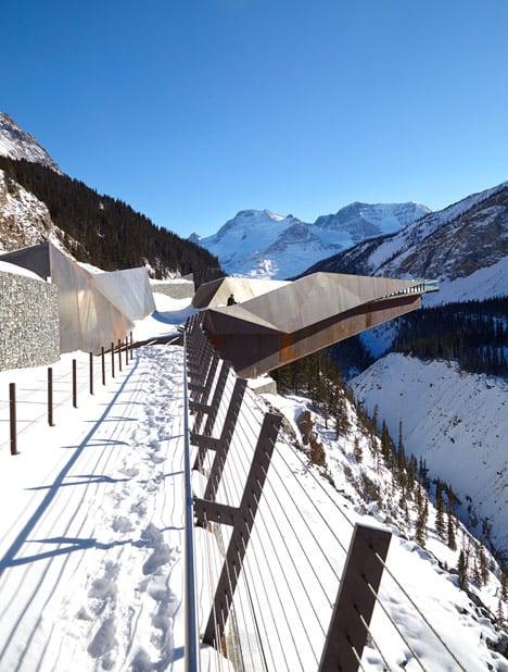 Glacier-Skywalk-by-Sturgess-Architecture-extends-over-Canada's-Jasper-National-Park_dezeen_468_3