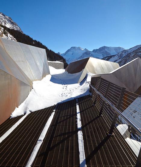 Glacier-Skywalk-by-Sturgess-Architecture-extends-over-Canada's-Jasper-National-Park_dezeen_468_5