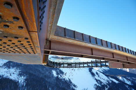 Glacier-Skywalk-by-Sturgess-Architecture-extends-over-Canada's-Jasper-National-Park_dezeen_468_6