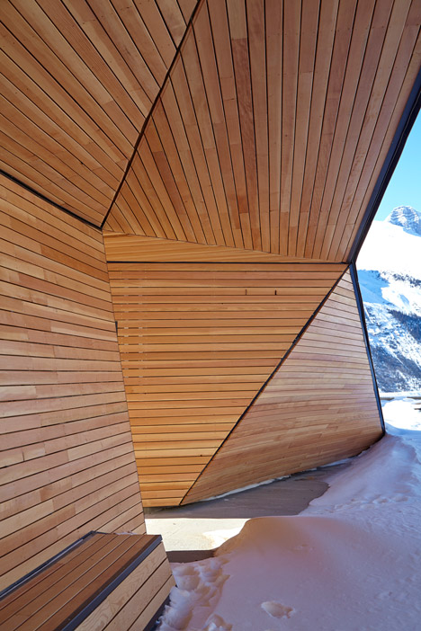 Glacier-Skywalk-by-Sturgess-Architecture-extends-over-Canada's-Jasper-National-Park_dezeen_468_7