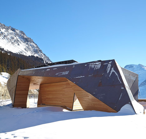 Glacier-Skywalk-by-Sturgess-Architecture-extends-over-Canada's-Jasper-National-Park_dezeen_468_8