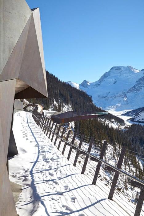 Glacier-Skywalk-by-Sturgess-Architecture-extends-over-Canada's-Jasper-National-Park_dezeen_468_9