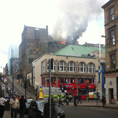 Glasgow School of Art on fire_dezeen_2sq