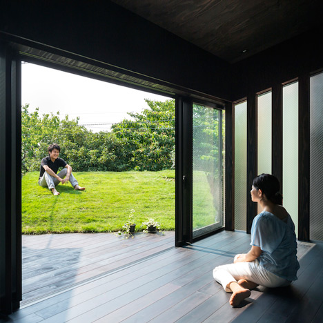 Grass-Cave-House-by-Makiko-Tsukada-Architects_dezeen_sqa