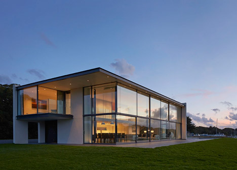 House-for-a-Yachtsman-by-the-Manser-Practice_dezeen_468_0