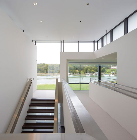 House-for-a-Yachtsman-by-the-Manser-Practice_dezeen_468_1
