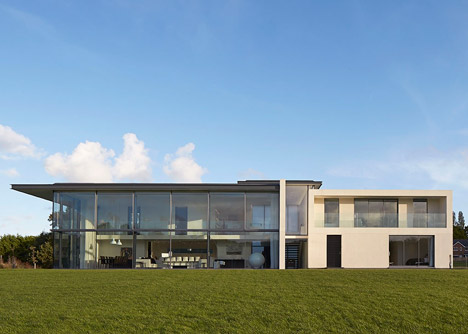 House-for-a-Yachtsman-by-the-Manser-Practice_dezeen_468_14