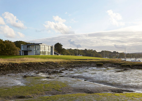 House-for-a-Yachtsman-by-the-Manser-Practice_dezeen_468_17