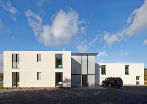 House-for-a-Yachtsman-by-the-Manser-Practice_dezeen_468_3