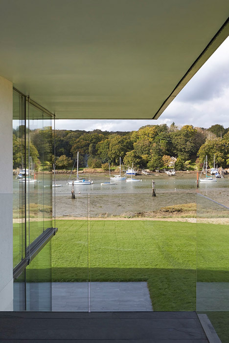 House-for-a-Yachtsman-by-the-Manser-Practice_dezeen_468_7