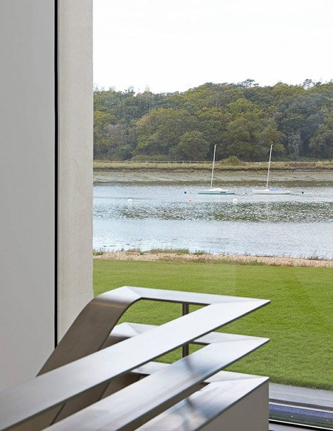 House-for-a-Yachtsman-by-the-Manser-Practice_dezeen_468_8