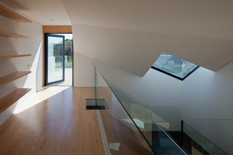 House in Porto by e348 arquitectura