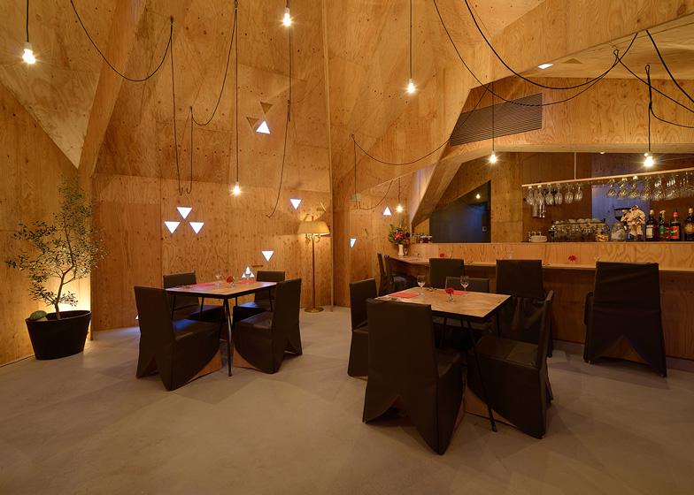 Geneto adds pointed roofline to Italian restaurant in Japan