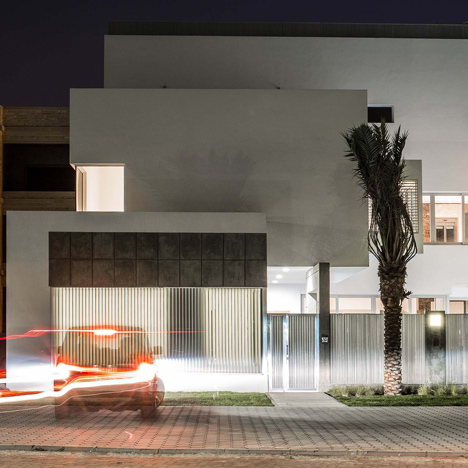 Studio Toggle Screens Kuwait House With Angled Aluminium Slats