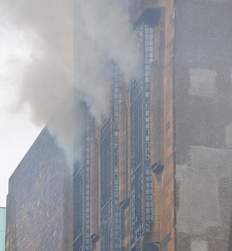 Mackintosh Glasgow School of Art on fire_dezeen_2