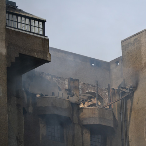 Mackintosh Glasgow School of Art on fire_dezeen_sq