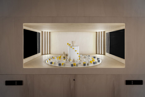 M/B creates spinning optical illusion at Molteni&C's Paris store
