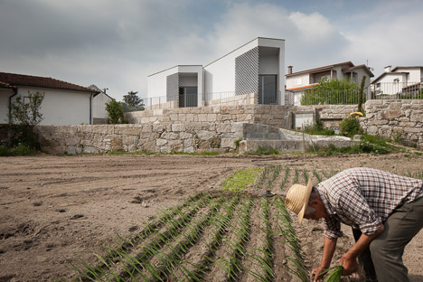 Mortuary-House-in-Vila-Caiz-by-Raul-Sousa-Cardodo-and-Graca-Vaz_dezeen_468_13