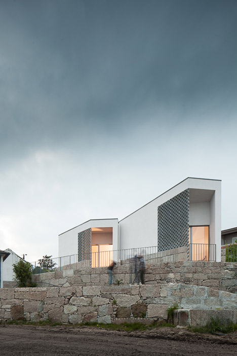 Mortuary-House-in-Vila-Caiz-by-Raul-Sousa-Cardodo-and-Graca-Vaz_dezeen_468_14