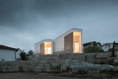 Mortuary-House-in-Vila-Caiz-by-Raul-Sousa-Cardodo-and-Graca-Vaz_dezeen_468_16