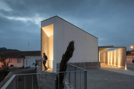 Mortuary-House-in-Vila-Caiz-by-Raul-Sousa-Cardodo-and-Graca-Vaz_dezeen_468_18