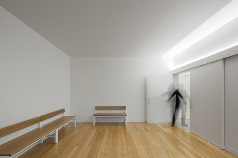 Mortuary-House-in-Vila-Caiz-by-Raul-Sousa-Cardodo-and-Graca-Vaz_dezeen_468_20