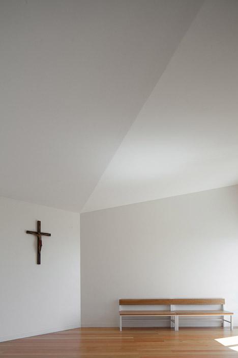 Mortuary-House-in-Vila-Caiz-by-Raul-Sousa-Cardodo-and-Graca-Vaz_dezeen_468_25