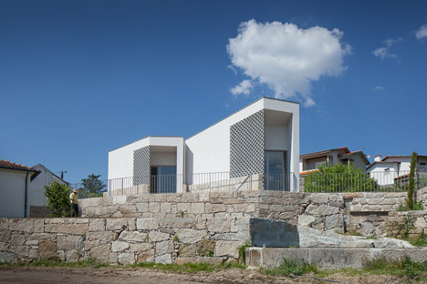 Mortuary-House-in-Vila-Caiz-by-Raul-Sousa-Cardodo-and-Graca-Vaz_dezeen_468_9