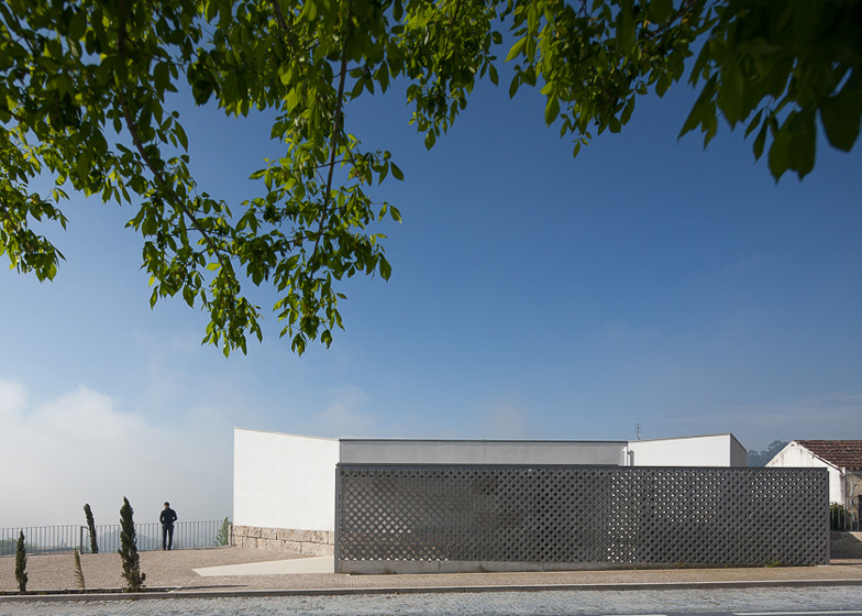 Mortuary House in Vila Caiz by Raul Sousa Cardodo and Graca Vaz