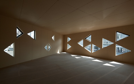 Salon and office by Junichiro Ikeura
