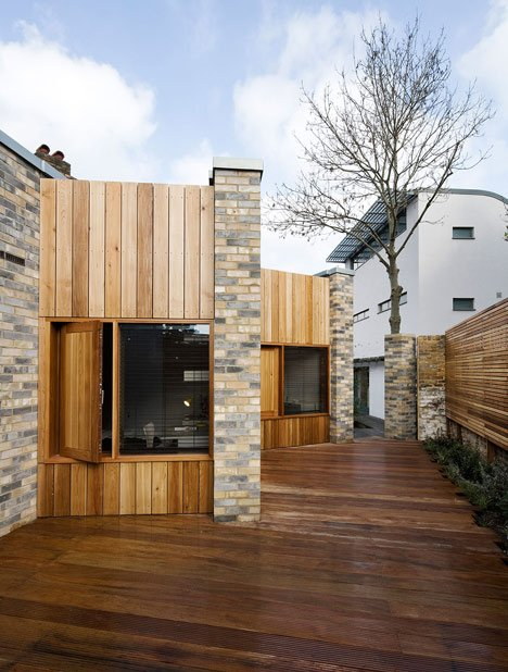 Studio 54 architecture slots a small home between two for Modern architecture house london