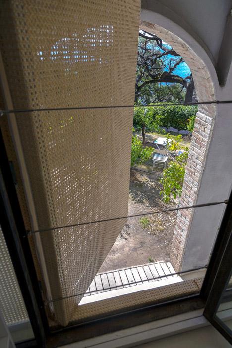 Summer-Pavillon-by-Noemie-Meney_dezeen_468_11
