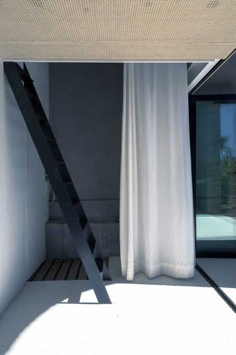Summer-Pavillon-by-Noemie-Meney_dezeen_468_6
