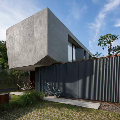 Trimmed Reform House Indonesia by SUB