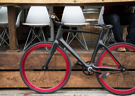 Valour carbon fibre bicycle by Vanhawks_dezeen_3