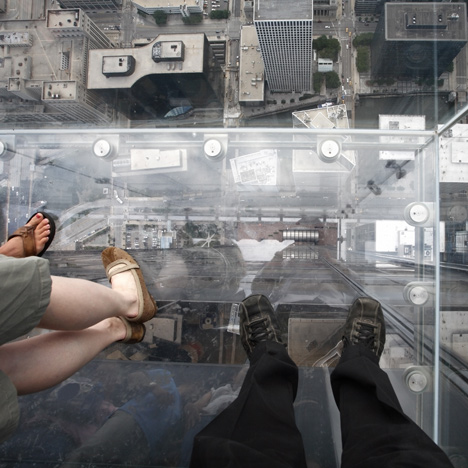 Willis-Tower_dezeen_2sq-1