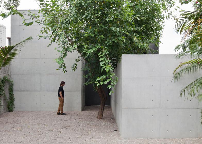 Atelier Aberto by AR Arquitetos is a São Paulo studio with a light-filled atrium