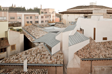 Casal Balaguer Cultural Centre by Flores & Prats and Duch-Pizá
