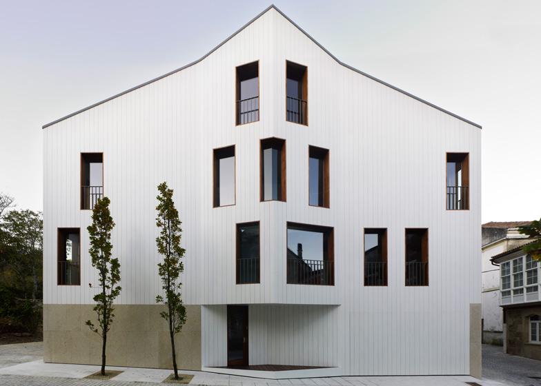 Chao House by Creus e Carrasco