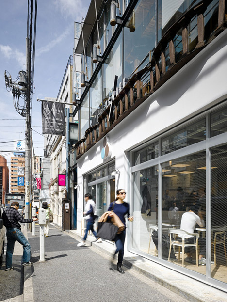 Coutume-cafe-Aoyama-in-Tokyo-Japan-by-CUT-Architectures