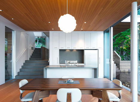 Gambier-Island-House-by-Office-of-McFarlane-Biggar